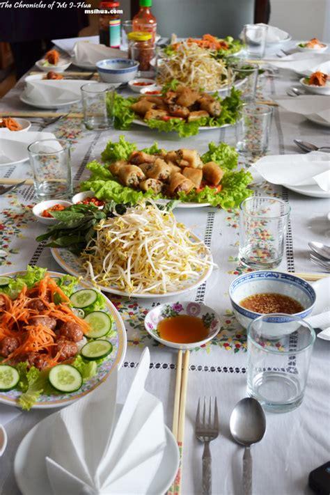 Meja Makan Putar cara praktis menata meja makan untuk lebaran idul adha