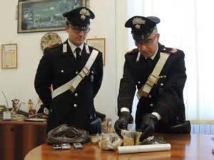 carabinieri pavia pavia 07 08 2015 nel parcheggio con il coltello militare