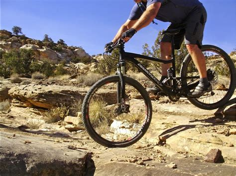 best mountain biking shoes how to choose the best mountain bike shoes singletracks