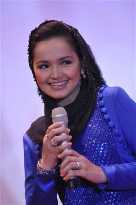Dress Siti Furing siti nurhaliza in blue dress the