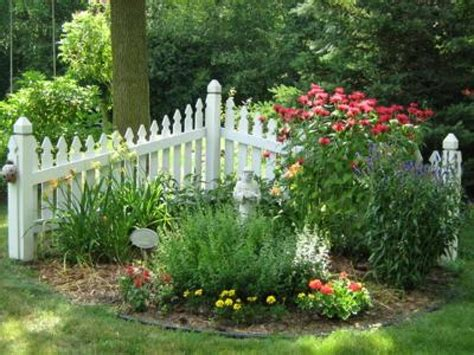 tips for a small bedroom picket fence garden ideas picket
