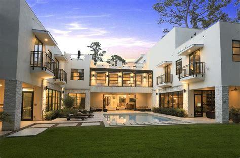 casa de lujo casa de lujo con piscina en el centro