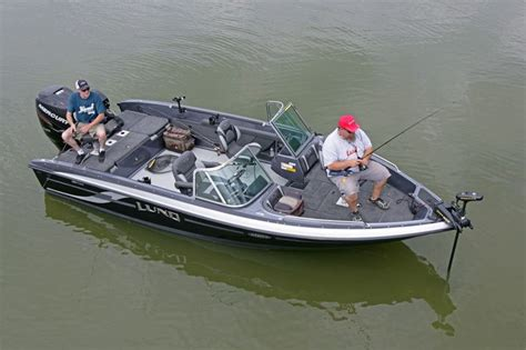 best walleye boat lund boats 208 tyee gl fiberglass fishing boats