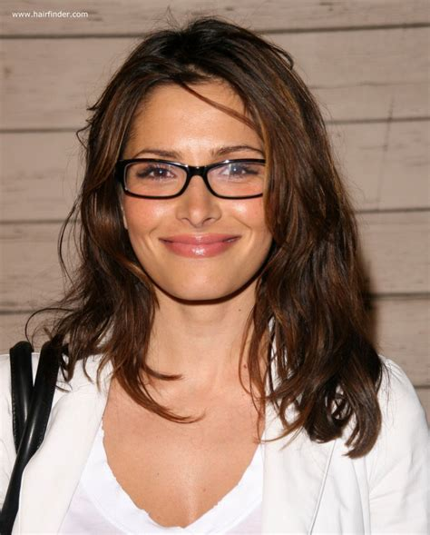 hairstyles for glasses long hair sarah shahi light long hairstyle for ladies who are