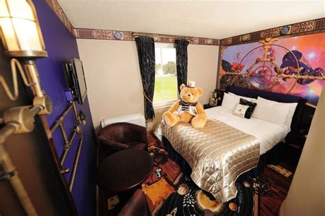 alton tower rooms we were all smiles at thrilling alton towers manchester evening news