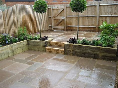 Small Paved Garden Ideas Small Courtyard Garden For Entertaining And Easy Plant Maintenance Raised Sleeper Planting Beds