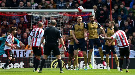 arsenal zone sunderland draw with arsenal to move out of the relegation