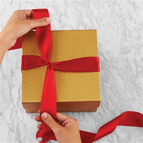 how to wrap a ribbon around a gift home dzine craft ideas tie the bow