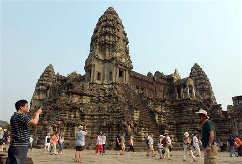 pontoon phnom penh dress code cambodia famed angkor temple to have new dress code