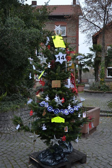 aktion quot wir schm 252 cken einen weihnachtsbaum quot