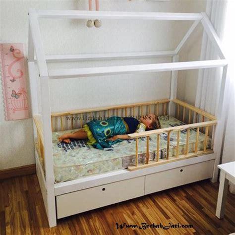 Tempat Tidur Kayu Warna Putih tempat tidur anak jari jari dua warna berkah jati