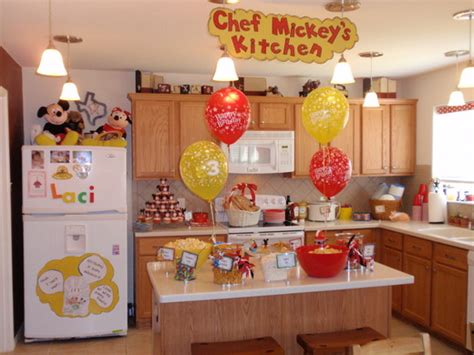 Mickey Kitchen by Trends Mickey Mouse And Minnie Mouse On