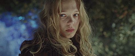 lea seydoux la belle spiderliliez l 233 a seydoux as belle from the french