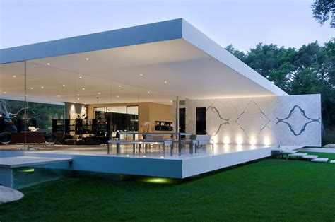 the glass pavilion an ultramodern house by steve hermann