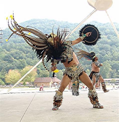 imagenes de trajes aztecas para hombres grupo de danza ceremonial azteca cipactli la danza de los