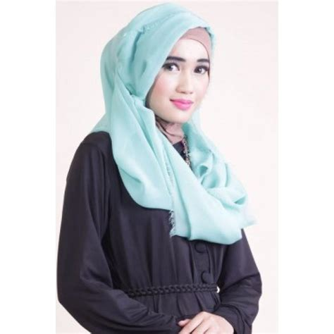 Jilbab Segi Empat Warna Hijau Kerudung Segi Empat Rawis Polos Dengan Desain Variatif