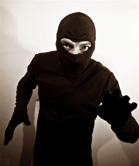 immagini di ladari criminalit 224 e titoloni anche piacenza ha pi 249 paura ma