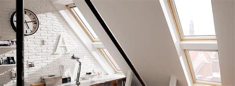 ventana techo ventana en el techo colores suaves habitacin vaca con