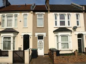 house to buy in east london north london terrace just 7ft wide on sale for 163 235 000 daily mail online