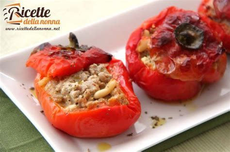 come cucinare i peperoni ripieni al forno peperoni ripieni ricette della nonna