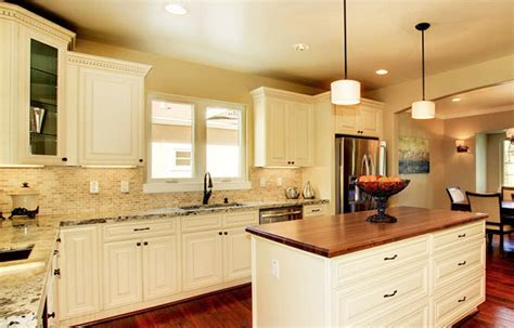 kitchen colors with cream cabinets cream colored kitchen cabinets with glazing quotes