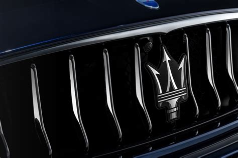 Maserati Quattroporte Grill by Maserati Quattroporte Gets A Facelift And Two New Variants