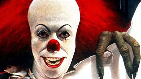 film it stephen king it remake director cary fakunaga can t find a pennywise