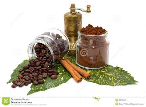 bilder toilettenschã sseln gemahlener kaffee und kaffeebohnen in den glasigen