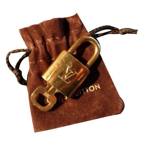 petit cadenas louis vuitton bijoux de sac louis vuitton cadenas m 233 tal dor 233 ref 50848