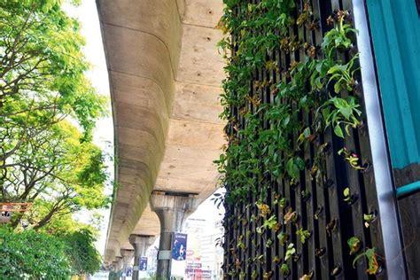 vertical gardens  growing  metro  expressway