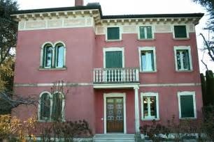 ristrutturare finestre in legno villa con serramenti in stile liberty nouveau