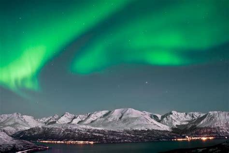 northern lights sun polar night the opposite of midnight sun