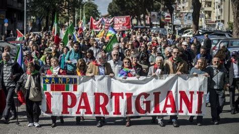 porta di roma 25 aprile roma 25 aprile con polemiche due cortei per anpi e