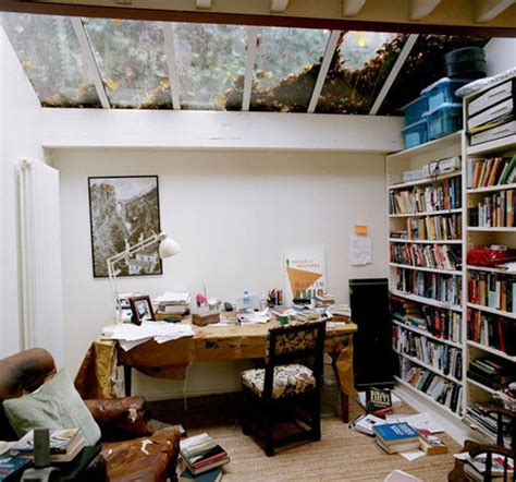 this is the place writing about home books 著名な人々が仕事を成し遂げている9つの仕事場