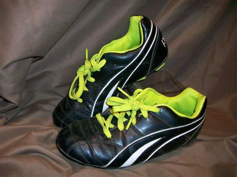used football shoes used worn procat soccer cleats shoes youth sz 4