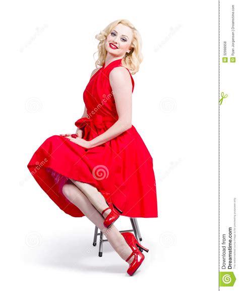 imagenes retro fashion mujer en vestido rojo rom 225 ntico modelo de moda retro foto