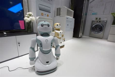 these robots teach themselves new tasks by
