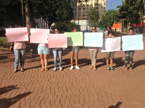 g1 parentes e amigos protestam contra morte de jovem em