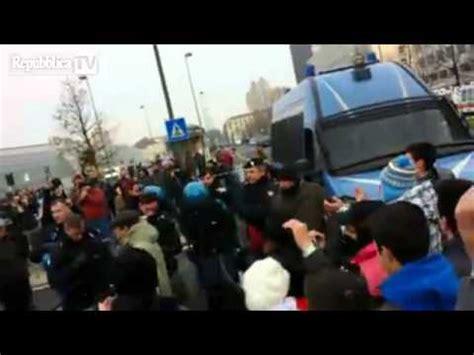 ufficio sta polizia di stato manifestazioni a torino e la polizia si toglie i