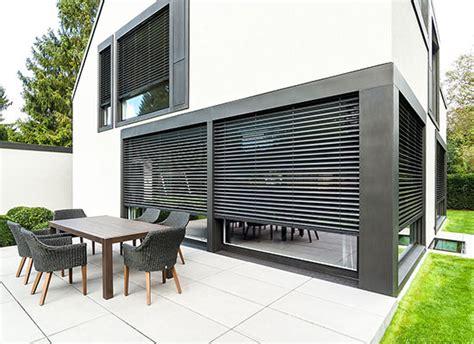 balkon jalousien sonnenschutz f 252 r mehr spa 223 auf terrasse und balkon dries