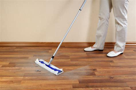 holzboden pflegen holzboden reinigen 187 tipps tricks f 252 r eine sanfte reinigung