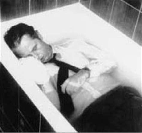 Selbstmord Badewanne by Der Mord An Uwe Barschel Die Killerbiene Sagt