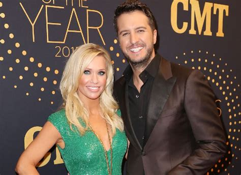 light it up luke bryan release date quot i m sorry baby quot luke bryan to about album