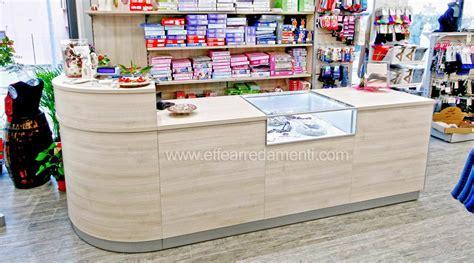 mobile cassa per negozio arredamento negozio a tuoro merceria effe arredamenti