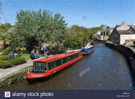boat transport yorkshire narrow boats on the leeds liverpool canal skipton