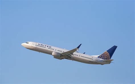 united airlines baggage policy senator calls on united airlines to drop new carry on