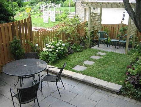 Charmant Idee Deco Petit Jardin #6: Petit-jardin-terrasse-arri%C3%A8re-cour-am%C3%A9nagement-d%C3%A9coration.jpg