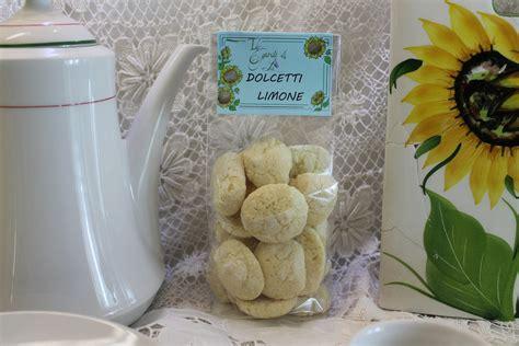 dolci diversi biscotti in pasta frolla diversi aromi 180g biscotti