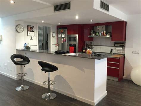 cocina en casa con cocina abierta al sal 243 n en una reforma integral de casa en mallorca casas de playa