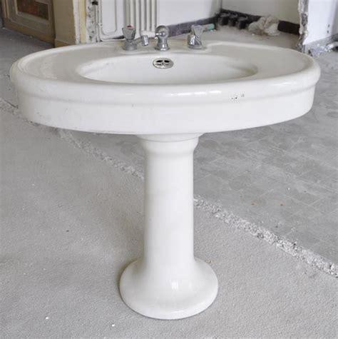 lavabo ancien en fa 239 ence sur pied meubles et accessoires